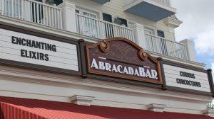 Conheça alguns detalhes do AbracadaBar localizado no Disney's BoardWalk