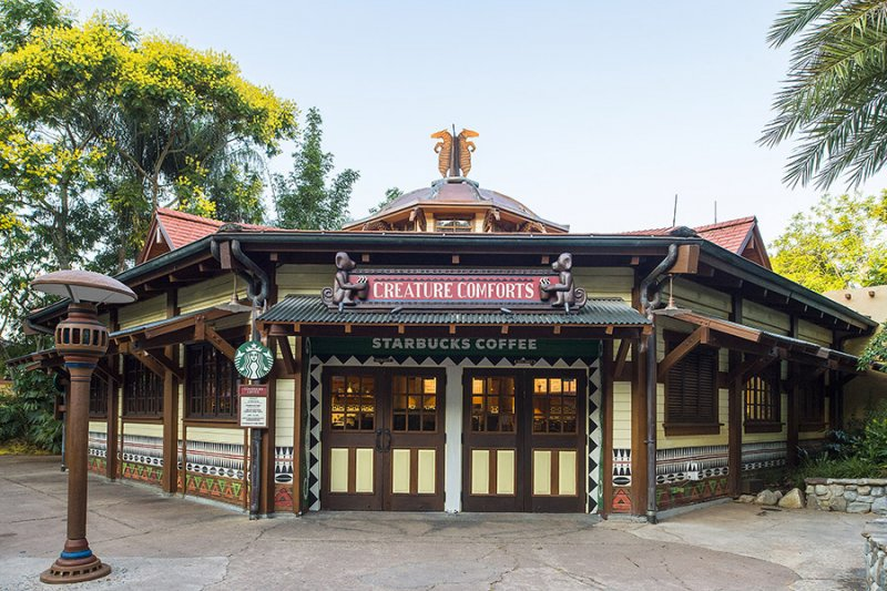 Starbucks na loja Creature Comforts do parque Disney's Animal Kingdom