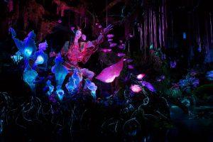 Disney revela a inovadora figura áudio-animatrônica do xamã da atração Na'vi River Journey