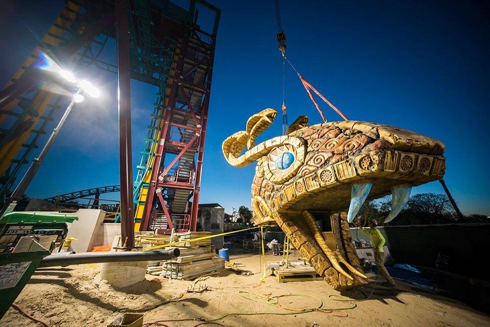 Busch Gardens Tampa Bay instala o ponto mais alto da Cobra's Curse