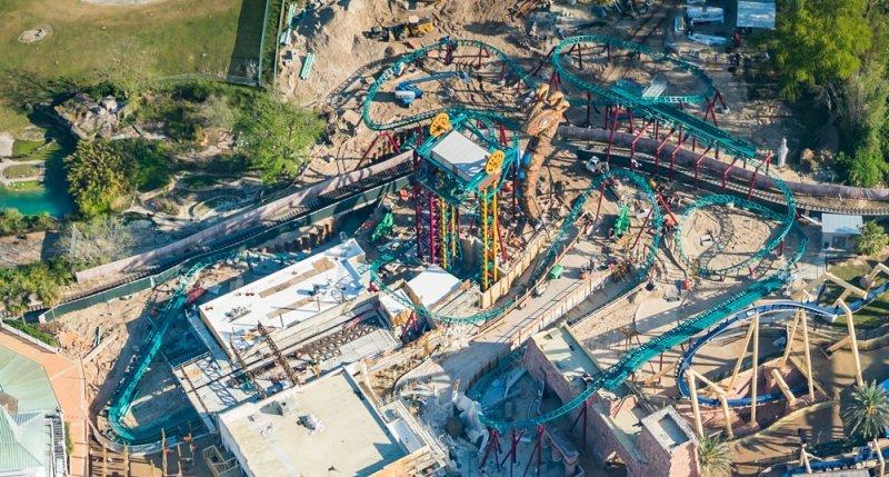 Busch Gardens Tampa Bay instala última peça da Cobra's Curse