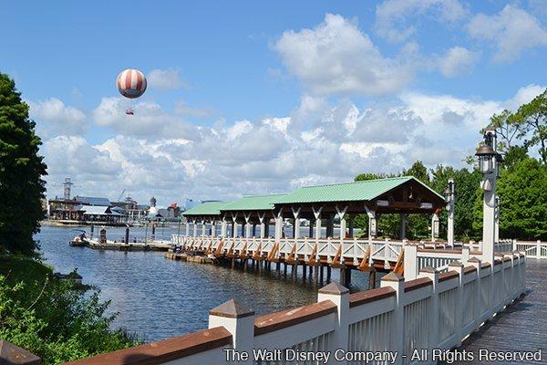 Um novo ancoradouro e uma nova ponte foram inaugurados em Downtown Disney