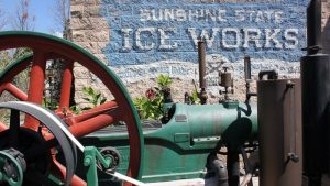 Conheça a estória do Ice Works Steam Engine de Disney Springs