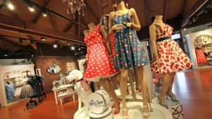 A coleção The Dress Shop está retornando a Cherry Tree Lane no Marketplace Co-Op em Disney Springs