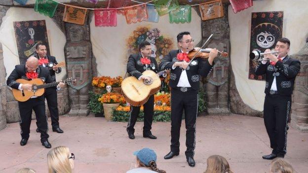 O grupo El Mariachi Coco de Santa Cecilia irá se apresentar no Pavilhão do México no Epcot até 06 de janeiro de 2018