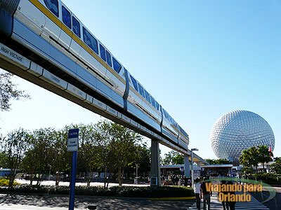Novo monorail no complexo Disney