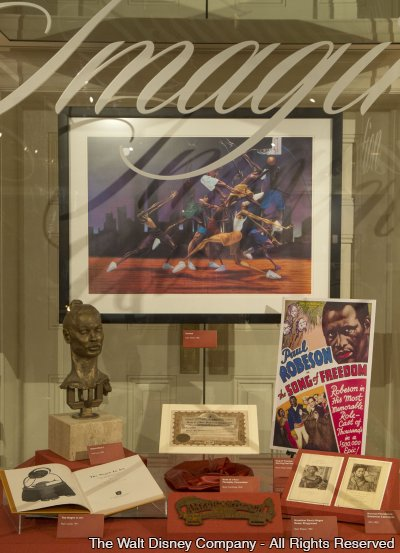 A exposição Re-Discovering America: Family Treasures from the Kinsey Collection está no parque Epcot