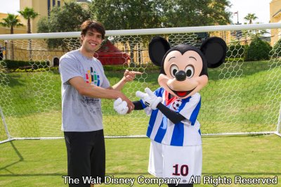 Kaká e Mickey Mouse promovem a Disney Cup International no ESPN Wide World of Sports