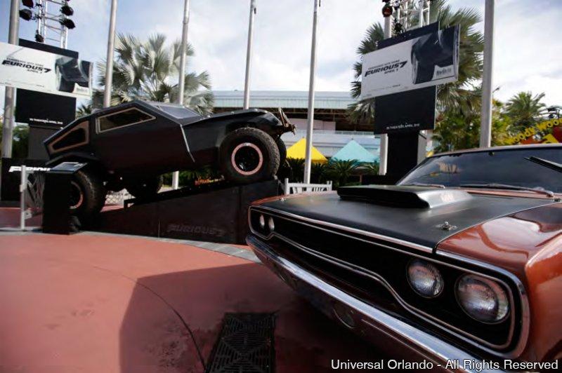 Veículos do filme Fast and Furious 7 estão em exibição no Universal Studios Florida