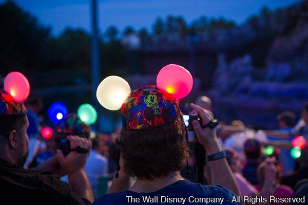 A tecnologia ?Glow With The Show? também se faz presente no Magic Kingdom desde o dia 19 de outubro de 2013