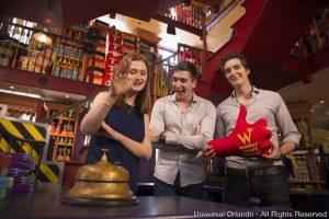 Estrelas visitam The Wizarding World of Harry Potter – Diagon Alley