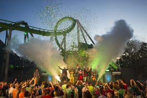 Cerimônia de reinauguração da montanha-russa The Incredible Hulk Coaster