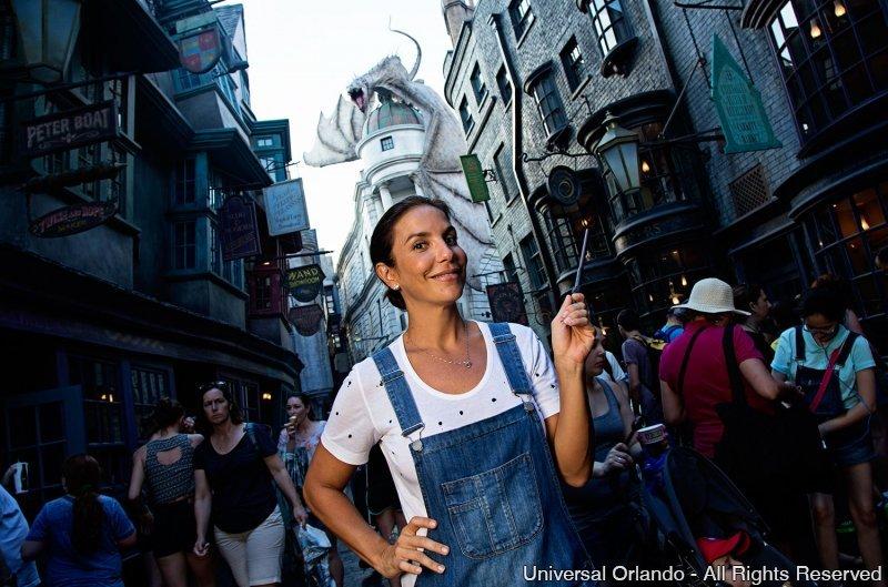 Ivete Sangalo se diverte no Universal Orlando Resort