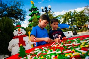 Informações sobre os eventos Christmas Bricktacular e Kids' New Year's Eve Bash