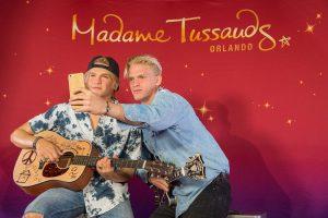 Cody Simpson apresenta sua estátua de cera no Madame Tussauds Orlando
