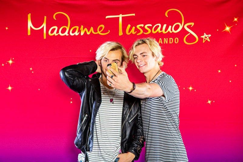 Ross Lynch visita a sua figura de cera no Madame Tussauds Orlando