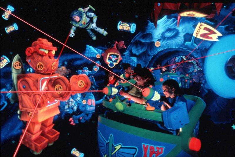 A atração Buzz Lightyear's Space Ranger Spin ficará fechada durante o período de 06 a 10 de março de 2016