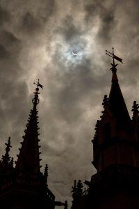 Eclipse solar encanta a todos os visitantes de Walt Disney World