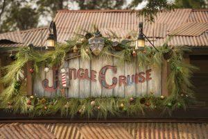 Mais uma vez a atração Jungle Cruise é transformada em Jingle Cruise
