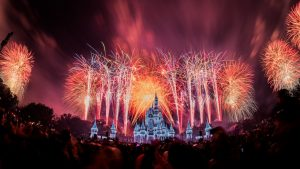 Assista a transmissão ao vivo do espetáculo de fogos em celebração a chegada de 2018 do parque Magic Kingdom