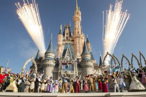 Veja o vídeo da festa realizada em celebração aos 45 anos do complexo Walt Disney World Resort