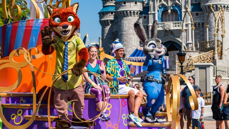 A parada Move It! Shake It! Dance and Play It! Street Party já conta com personagens de Zootopia