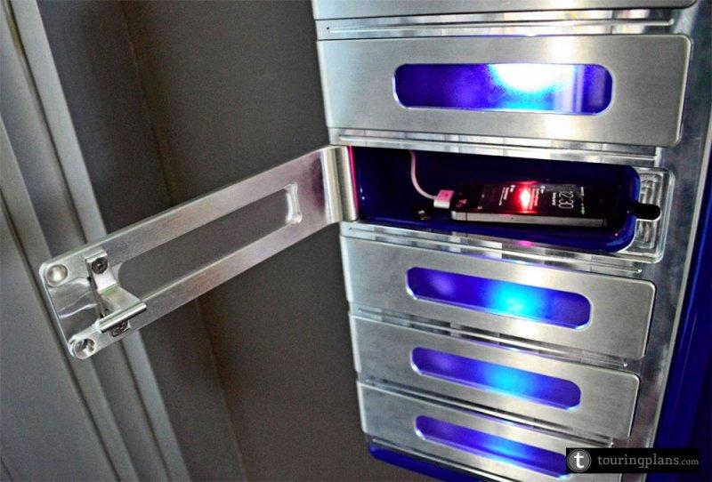 O Magic Kingdom já conta com armários para que os convidados possam carregar os seus smartphones