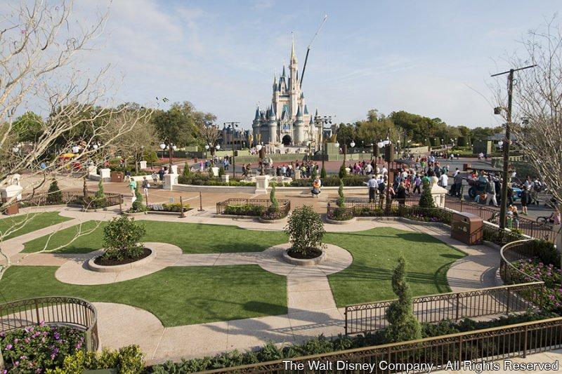 Mais uma etapa da reforma da área denominada Central Plaza foi concluída no parque Magic Kingdom