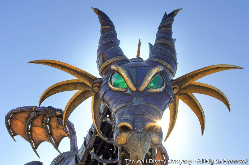 Malévola – na forma de um enorme dragão – fará parte da Disney Festival of Fantasy Parade