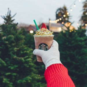 Starbucks está oferecendo o Christmas Tree Frappuccino por tempo limitado!