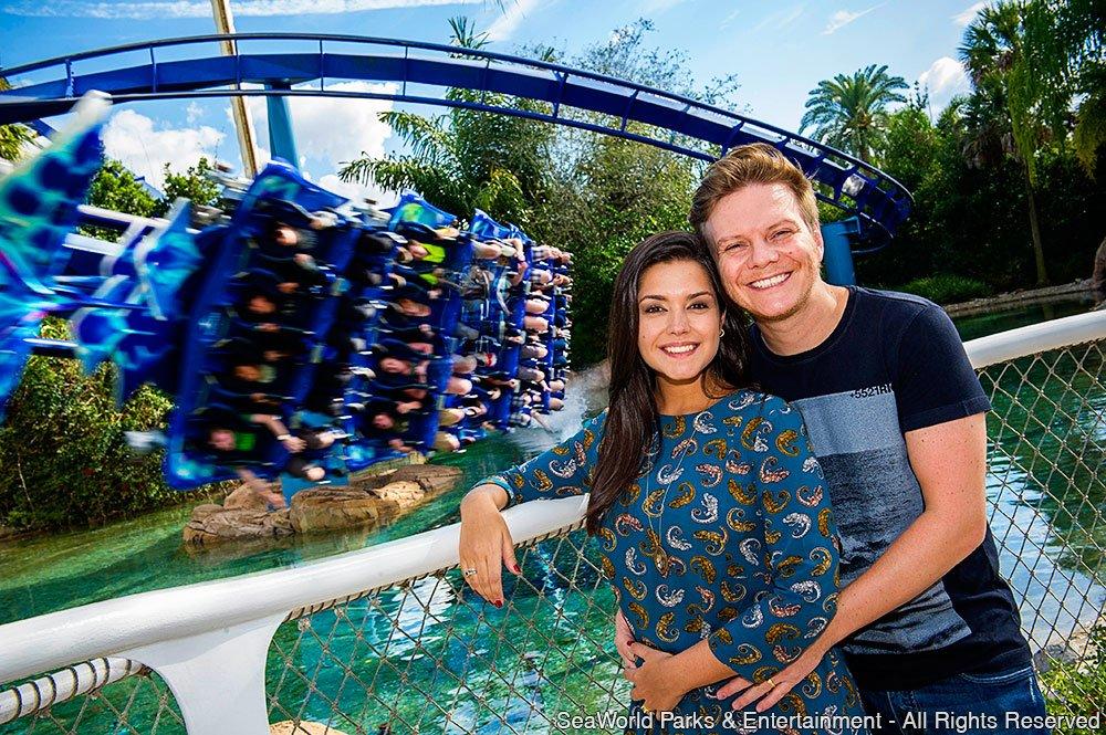 Michel Teló e Thais Fersoza celebram férias e gravidez em Orlando