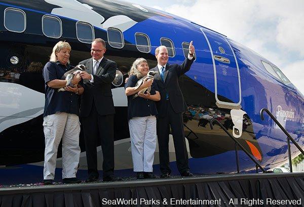 Southwest Airlines pinta aeronave com pinguins em homenagem ao SeaWorld