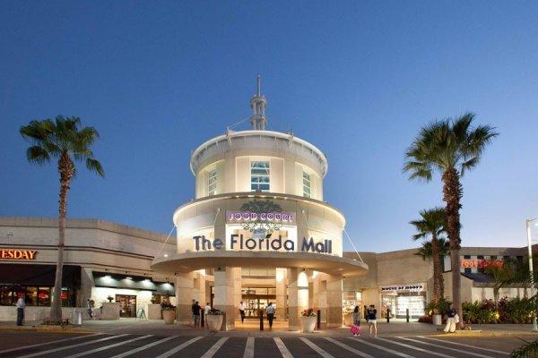 Alunos de diversas escolas estão participando do novo mural da Crayola Experience do The Florida Mall