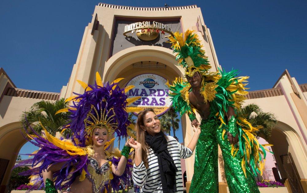 Ivete Sangalo festeja o carnaval do Mardi Gras no Universal Orlando Resort