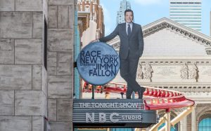 Aprenda a utilizar o sistema de fila virtual da atração Race Through New York Starring Jimmy Fallon