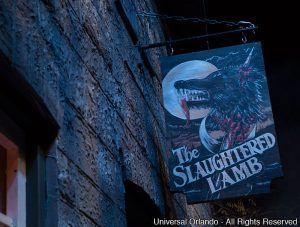"""An American Werewolf in London"" (""Um Lobisomem Americano em Londres"") é a nova casa do Halloween Horror Nights 23"