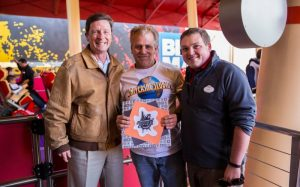 Rockitman completa 10 mil voltas na montanha-russa Hollywood Rip Ride Rockit!