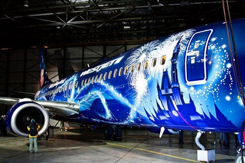"""A magia Disney chega ao Boing """"Magic Plane"""" da WestJet"""