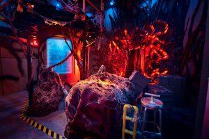 O elenco de Stranger Things ficou cara a cara com o Demogorgon no Halloween Horror Nights