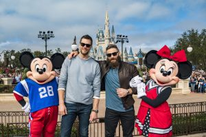 Tom Brady e Julian Edelman celebram vitória no Walt Disney World Resort
