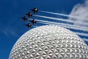 Vídeo: U.S. Navy Blue Angels sobrevoam o Epcot