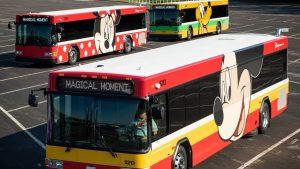 Os ônibus da Disney terão um novo visual e portas para carregamento USB