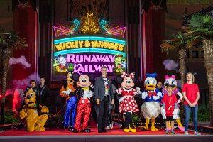 Cerimônia de inauguração da atração Mickey & Minnie's Runaway Railway