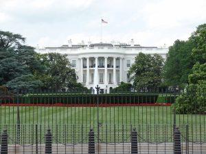 """Estados Unidos não suspenderão restrições de viagem """"neste momento"""""""