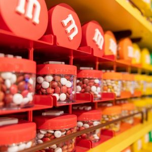 A loja M&M's já foi aberta em Disney Springs