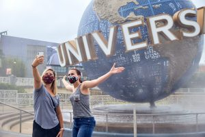No Universal Orlando os visitantes totalmente vacinados não precisam usar coberturas faciais em ambientes internos ou externos